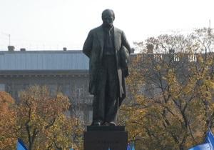 В Украине отмечают годовщину со дня рождения Шевченко. Азаров едет в Канев