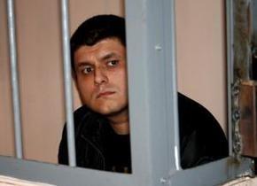 Виновник резонансного ДТП в Луганске заявил, что потянулся за мобильным и случайно нажал на газ