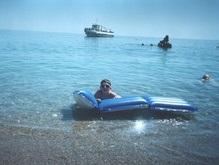 В Азовское море на матрасах унесло четырех отдыхающих