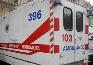 В Днепропетровске автомобиль врезался в остановку, четыре человека погибли