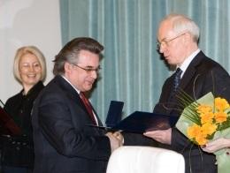 Азаров вручил Шевченковские премии