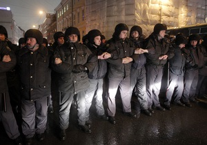 На Пушкинскую площадь в Москве, откуда начнется митинг оппозиции, прибывает полиция