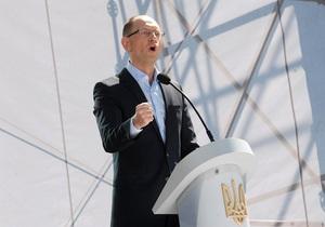 Ъ: Лидеры оппозиции обвиняют друг друга в связях с ПР