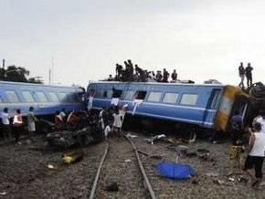 В Таиланде сошел с рельсов поезд с туристами