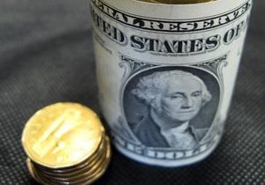 Межбанк: Доллар удерживает позиции, евро - сдает