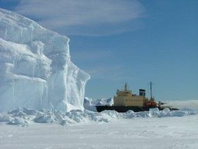 Во льдах Антарктики застрял российский ледокол со 105 пассажирами на борту