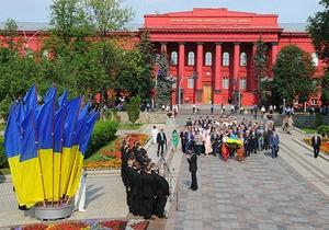 День Конституции - Янукович и Азаров поздравили украинцев с Днем Конституции
