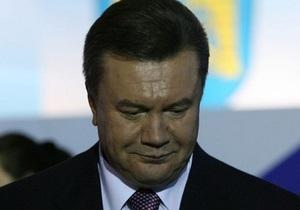 В Украине вспоминают жертв войны. Янукович возложил цветы к памятнику Неизвестному солдату