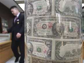 Доллар упал в ходе торгов на межбанке