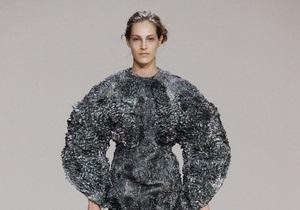 Голландские дизайнеры создали платья из магнитов