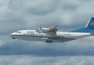 Самолет Ан-12, просивший аварийную посадку в Магадане, пропал с экранов радаров