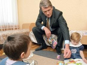 Ющенко едет в Ровенскую и Волынскую области  согревать любовью детей