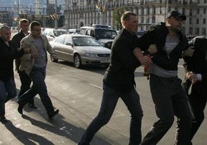 В Минске автомобилисты запланировали акцию протеста. Милиция перекрывает главную улицу