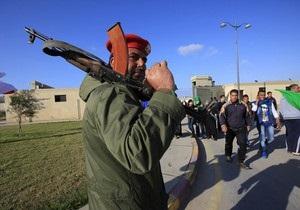 В порту Триполи вооруженные люди задержали итальянское судно-буксир, в команде которого украинец