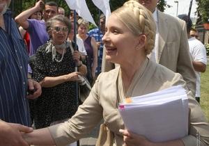 В БЮТ заявили, что Тимошенко читает по четыре тысячи страниц дела в день