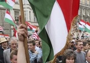 В Венгрии ультраправые сожгли флаг ЕС