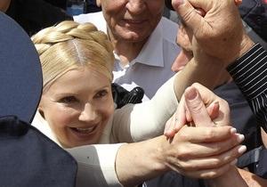 Милиция попыталась выдворить Тимошенко из зала суда