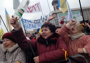В палаточном городке на Майдане осталось около трехсот человек