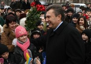Янукович пообещал наградить более 30 тысяч матерей
