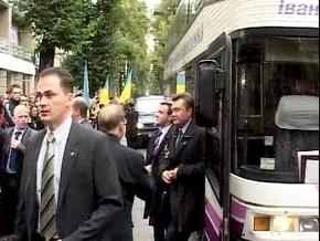 14 років тому в Івано-Франківську студент Прикарпатського національного університету Дмитро Романюк кинув яйцем в Януковича (фото+відео)