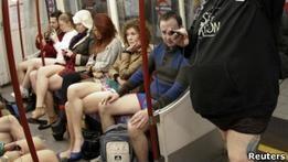 Сотни людей по всему миру проехались в метро без штанов