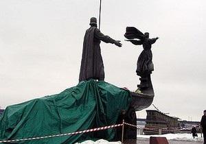 В БЮТ заявили, что памятник основателям Киева разрушился из-за ветхости конструкции