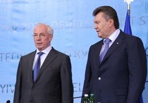 Янукович и Азаров поздравили украинцев с Троицей