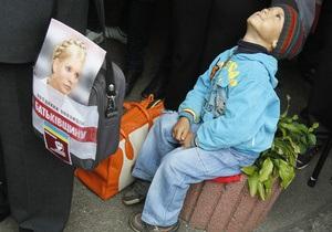 Лавринович заявил, что Тимошенко не могут принудительно доставить в суд