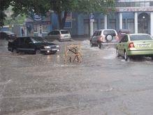 Сильнейший ливень затопил Симферополь