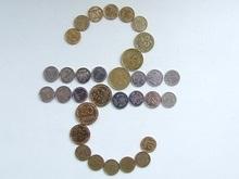 Две трети украинцев предпочитают зарплату в гривнах