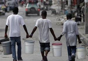 ООН предлагает гаитянам разбирать завалы, получая за это $5 в день