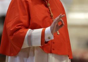 Обед по расписанию: кардиналы прервались на трапезу