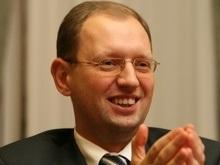 Яценюк: НБУ должен быть священной коровой