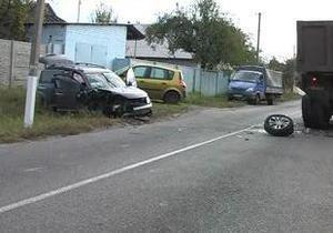 В Днепропетровске джип, который вез в школу четверых детей, врезался в грузовик