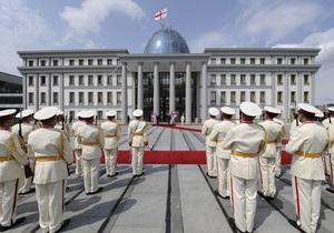 Иванишвили выгоняет Саакашвили из президентского дворца