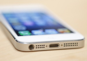 Apple может начать производство iPhone 5S уже в декабре