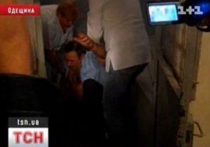 В Одесской области начальник паспортного стола избил девушку
