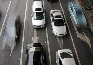 Янукович предложил упростить процедуру регистрации автомобилей - Ъ