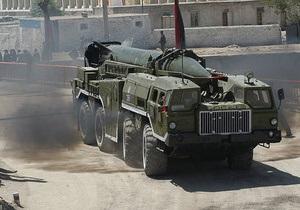 СМИ: Самолет НАТО сбил ракету, выпущенную войсками Каддафи