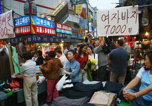 Жителей южнокорейской столицы больше беспокоит запрет на мини-юбки, чем война с КНДР