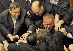В парламенте произошла потасовка между регионалами и бютовцами