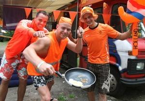 Корреспондент: Оранжевое настроение. Лагерь голландцев под Харьковом стал образцом порядка и аккуратности