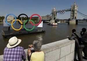 Зрители прибывают на Олимпийский стадион на открытие Игр