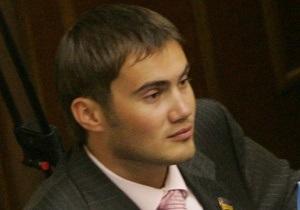 Сын Януковича не голосовал за пенсионную реформу