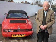 Впервые попав в аварию, 93-летний британец разбил два Porsche