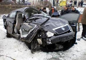 На Закарпатье в результате падения дерева на автомобиль погибли два человека