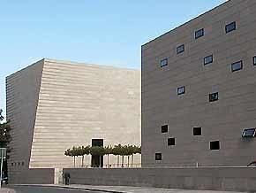 В Дрездене накануне годовщины  Хрустальной ночи  неизвестные осквернили синагогу