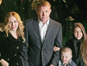 Суд вынес решение, с кем останутся дети Мадонны