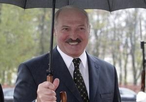 Лукашенко выяснит, почему послы ряда государств   шли колонной рядом с демонстрантами