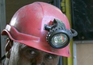 Пожарные и милиция ищут шахтера, самостоятельно выбравшегося из горящей копанки